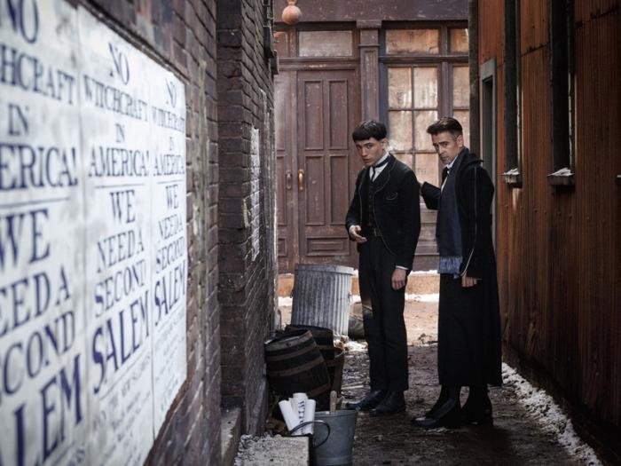 Credence Barebone (izquierda) y Percival Graves (derecha), interpretados por Ezra Miller y Colin Farrell, respectivamente.