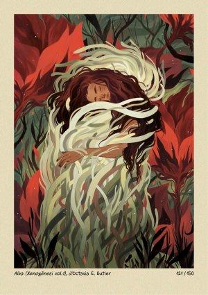Una mujer, rodeada de plantas, abraza lo que parece algún tipo de alga