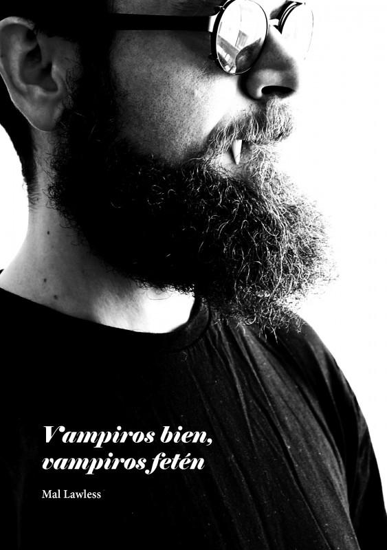 Foto en blanco y negro de una persona con barba de medio perfil y de busto para arriba. Lleva gafas de sol y que se le ve asomando un colmillo de la comisura del labio.